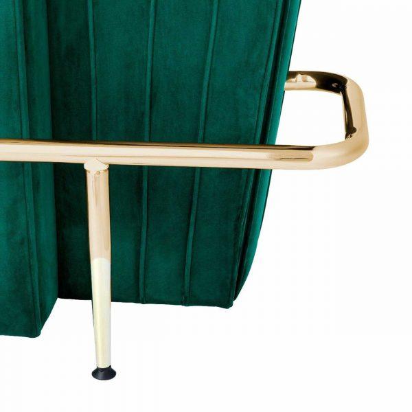grüne bar mit goldener stange